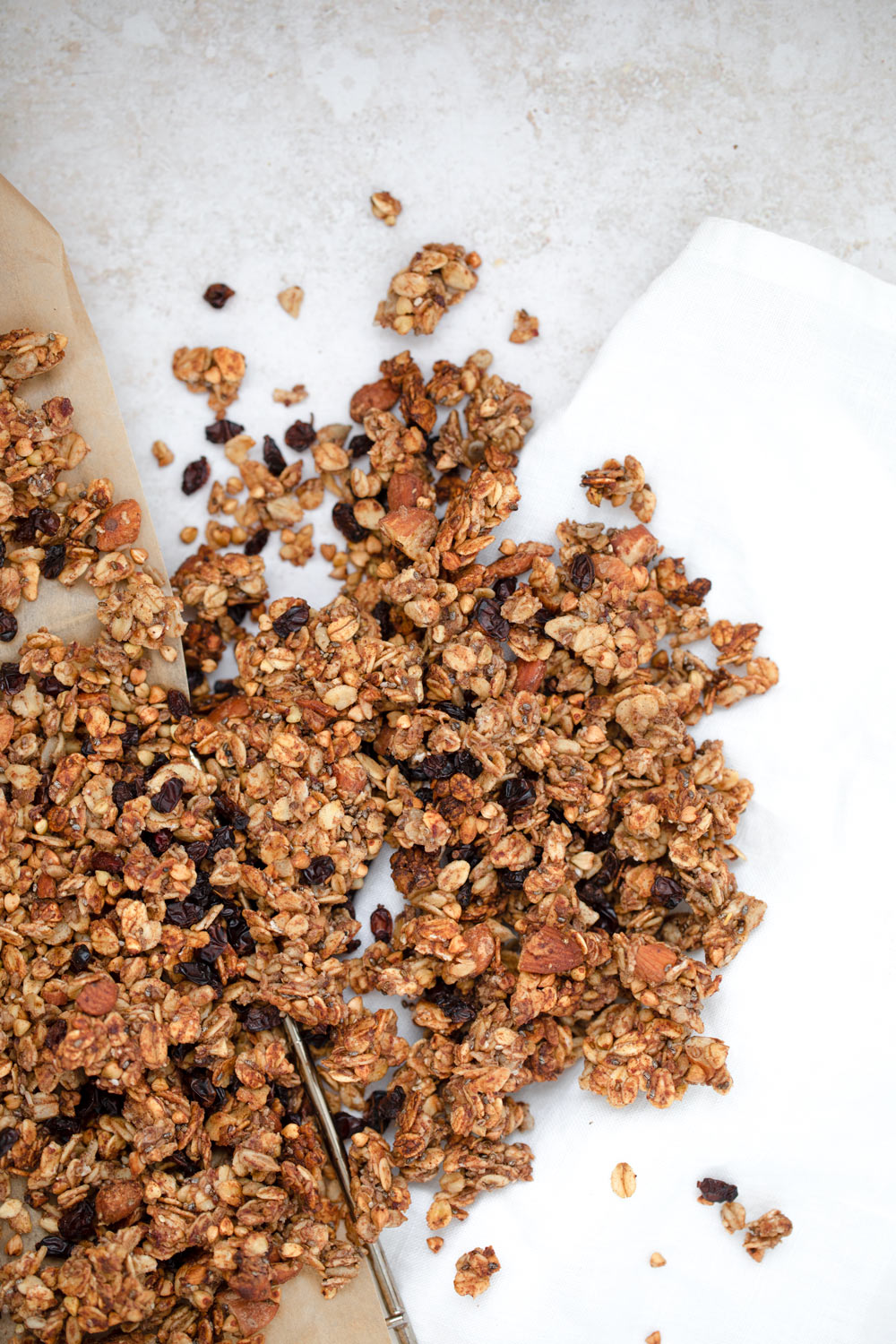 Super crunchy Granola with Barberries