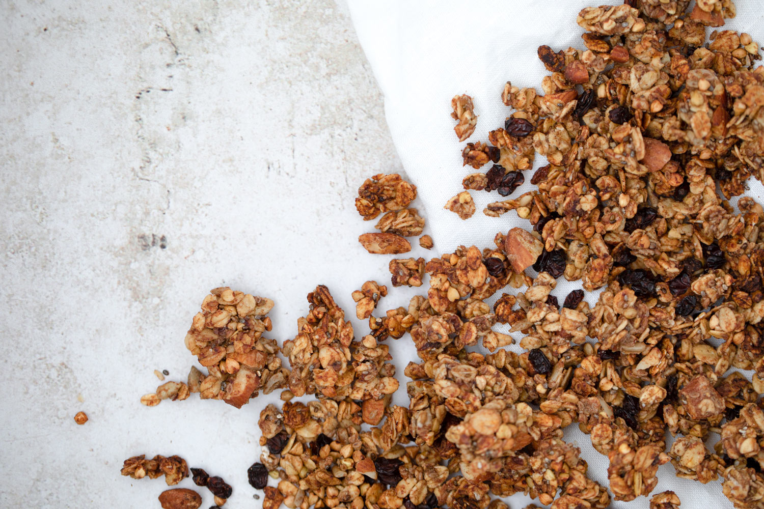 Chuncky Granola with Sunflower Seeds, Oats, Dates and Nut Butter