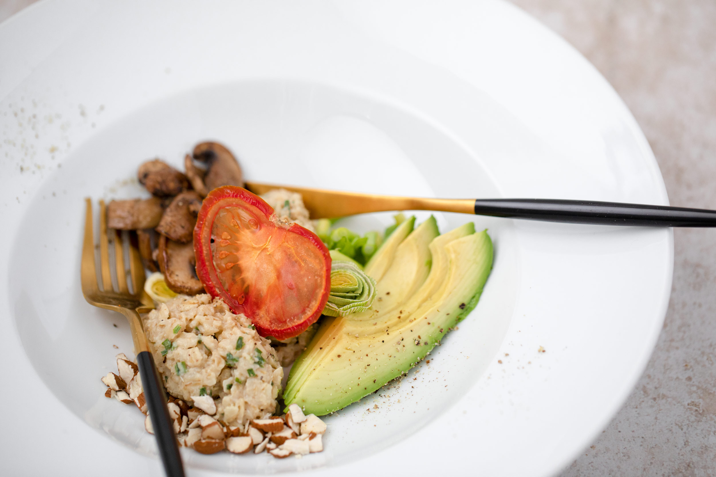 Savory Miso-Oats with Avocado and Champignons