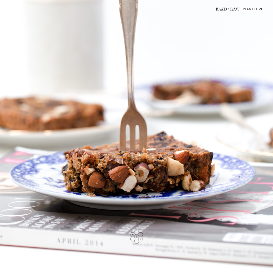 a delicious fruit bread without fat & sugar by Karolin Baitinger