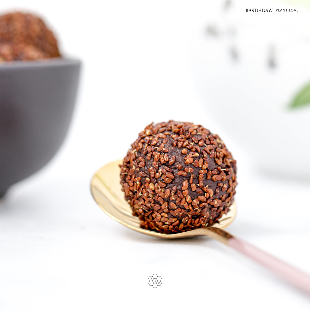 4 ingredients energy balls with sprouted alfalfa by Bakd&Raw